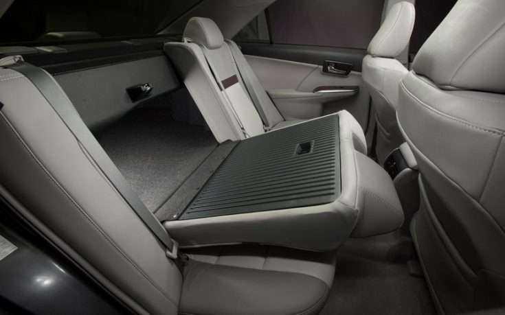 Задний ряд сидений Toyota Camry