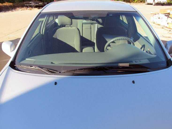 Лобовое стекло на Toyota Camry