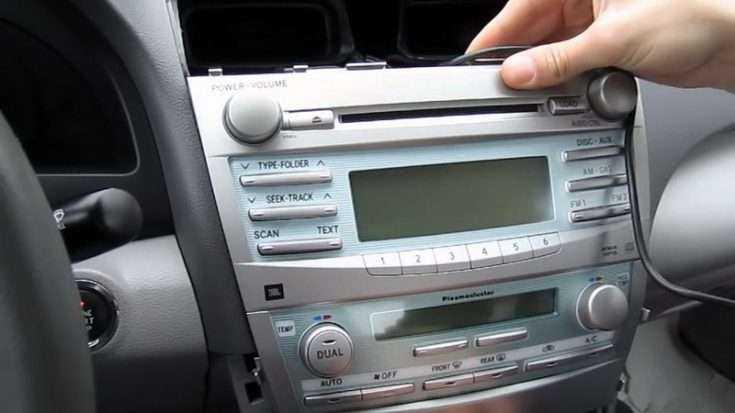 Штатная магнитола в Toyota Camry V40