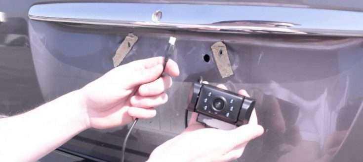 Установка камеры заднего вида на Toyota Camry
