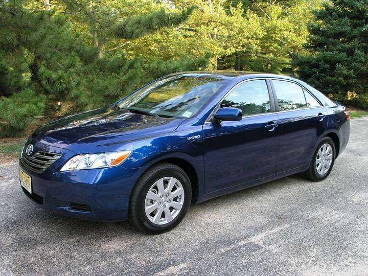 Toyota Camry в синем цвете