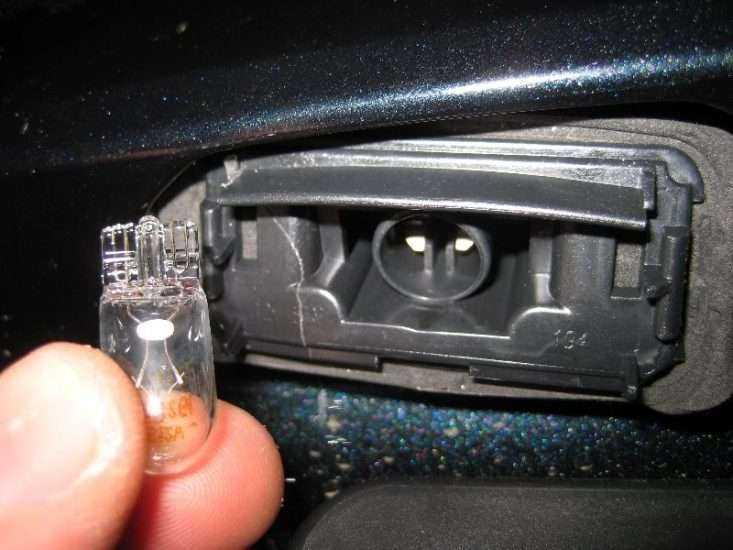 Замена подсветки номера Toyota Camry