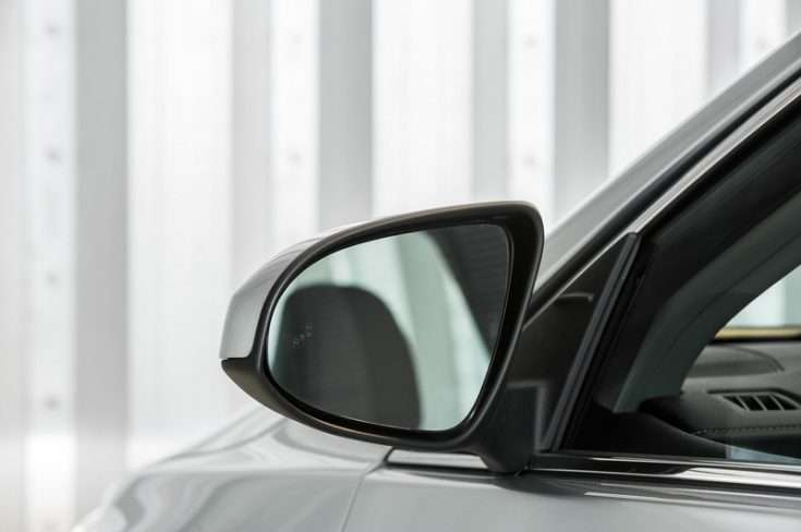 Зеркало заднего вида на Toyota Camry