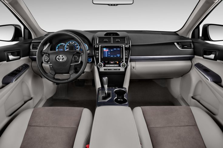 Интерьер Toyota Camry 2014
