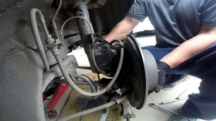 Работа с подвеской на Toyota Camry
