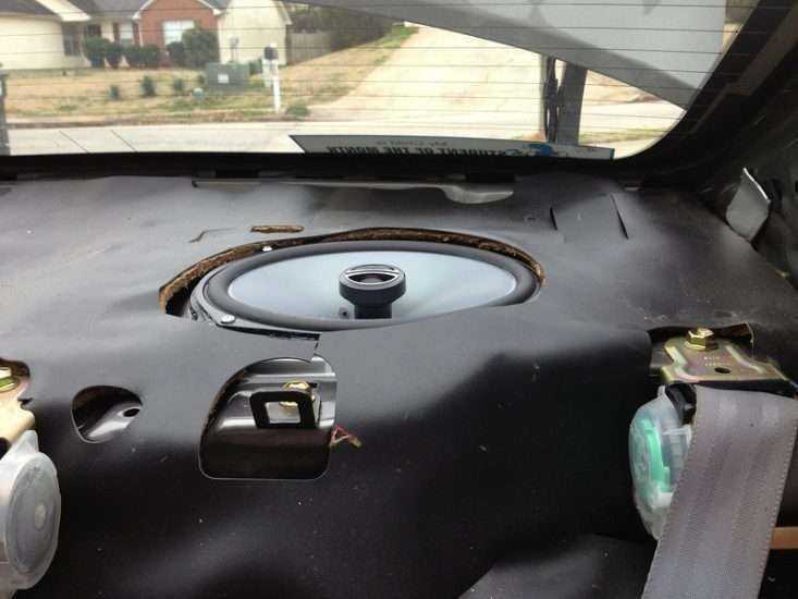 Шумоизоляция задней полки Toyota Camry