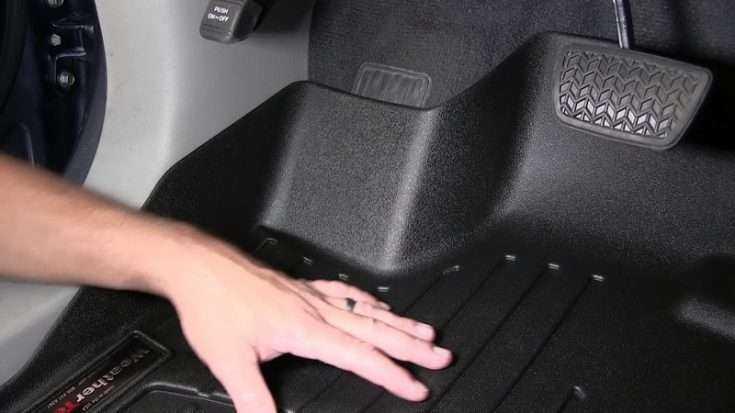 Коврик в Toyota Camry