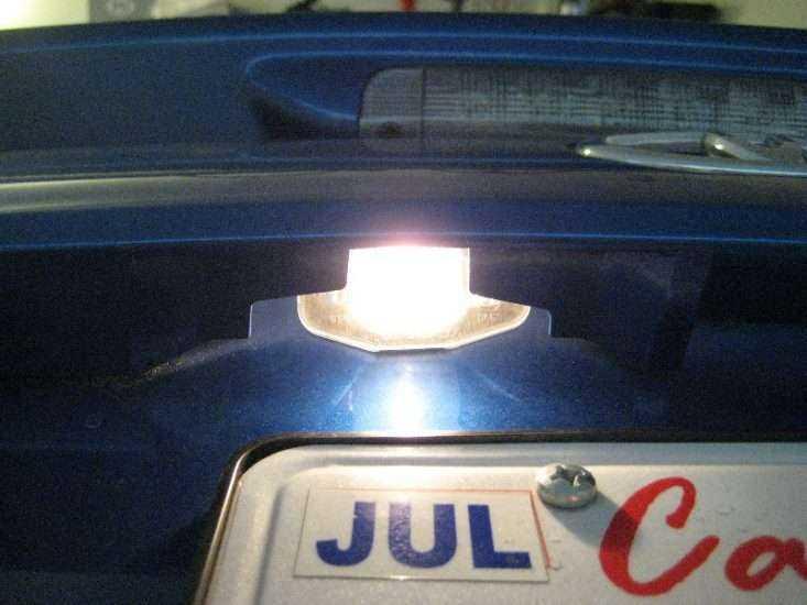 Лампочка подсветки номерного знака Toyota Corolla