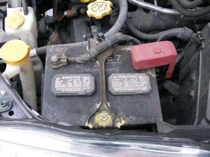 Расположение АКБ Toyota Camry