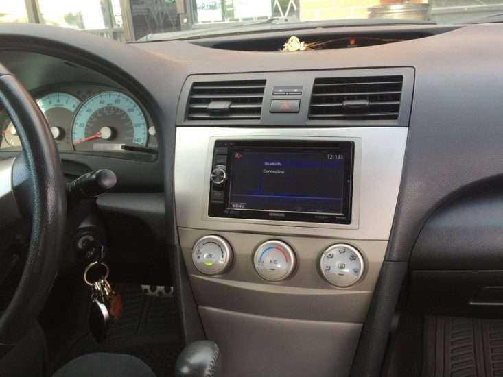 Штатная мультимидейная система Toyota Camry