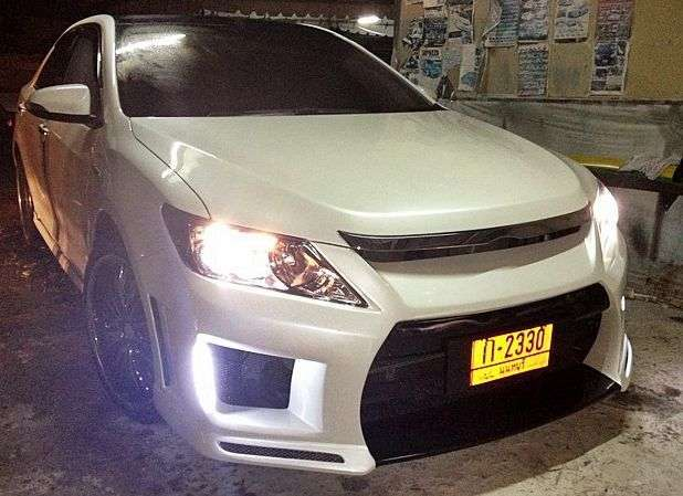 Светящиеся пороги Toyota Camry