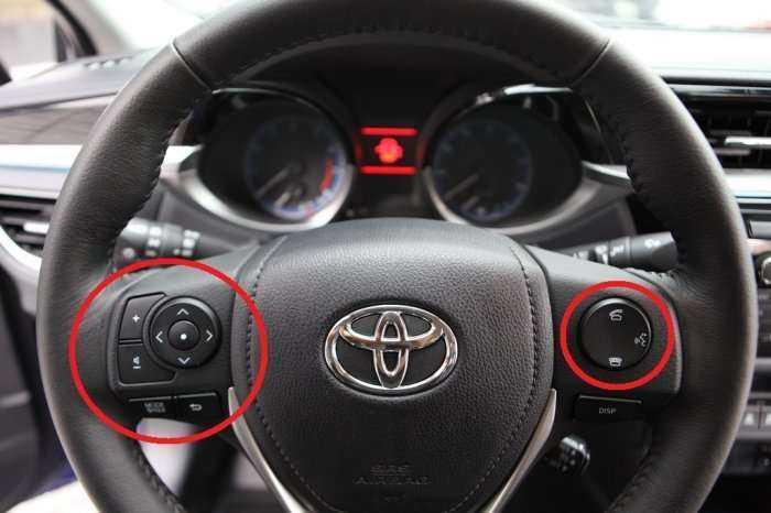 Кнопки на руль Toyota Corolla