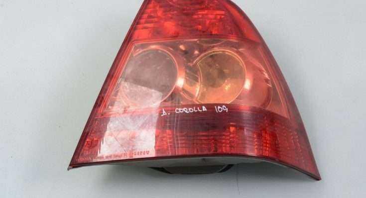 Задний фонарь Toyota Corolla