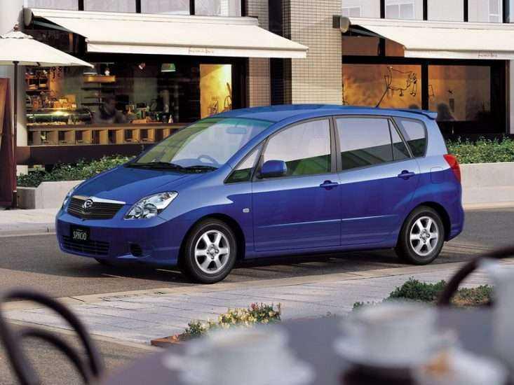 Фото синего Toyota Corolla Spacio