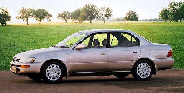 Фото в профиль Toyota Corolla E100