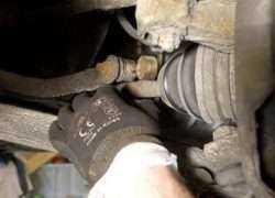 Процесс диагностики передней подвески Toyota Corolla