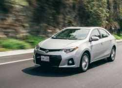 Toyota Corolla 2016 фото в движении