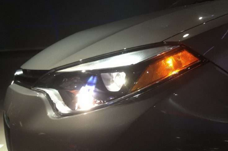 Вид на переднюю оптику Toyota Corolla