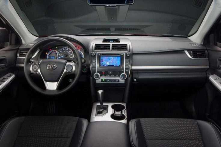 Внутри салона Toyota Camry 2014