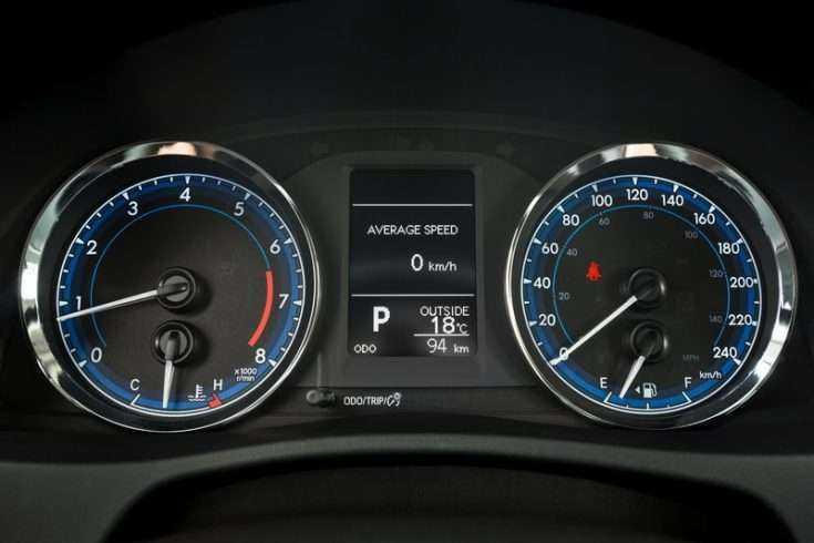 Плавающие обороты на Toyota Corolla