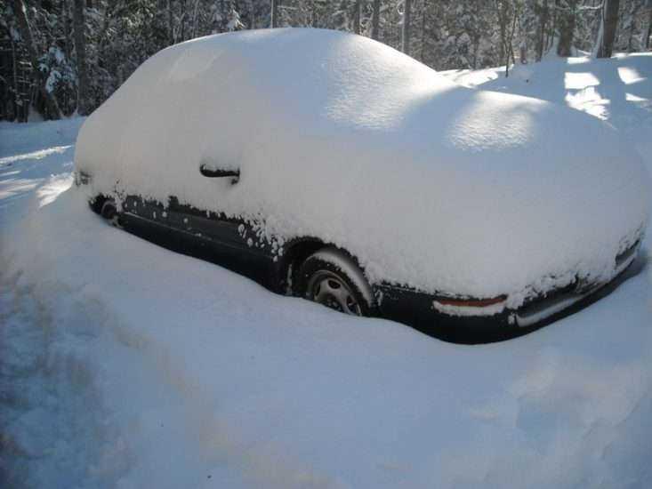 При долгой стоянке зимой Toyota Corolla может не завестись