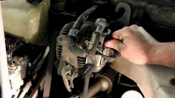 Процесс демонтажа генератора Тойота Королла