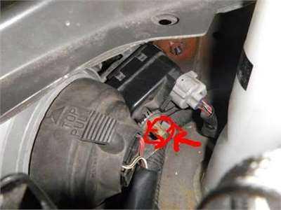 Расположение регулировки света передних фар Toyota Corolla