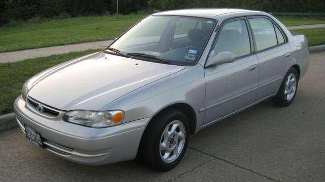 Внешний вид Тойота Королла 1999-го года выпуска