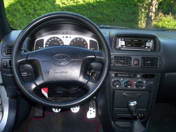 Фотография места водителя Toyota Corolla 1999