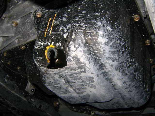 Фотография расположения сливного отверстия в Тойота Королла