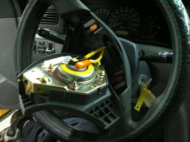 Подушка безопасности в Toyota Corolla 2012