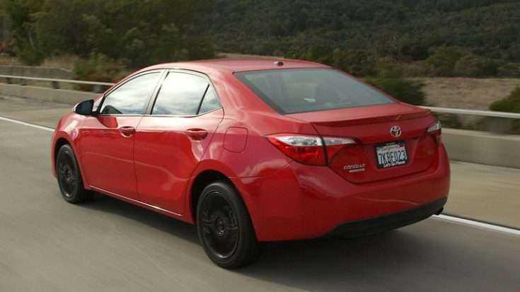 Toyota Corolla S в движении