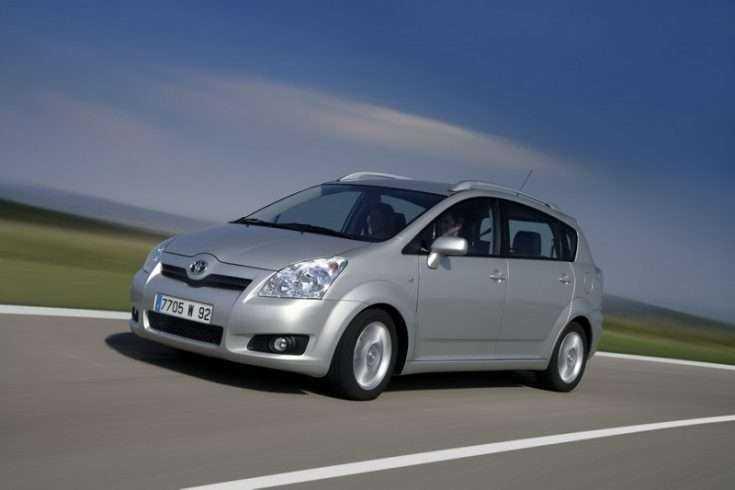 Toyota Corolla Verso в движении