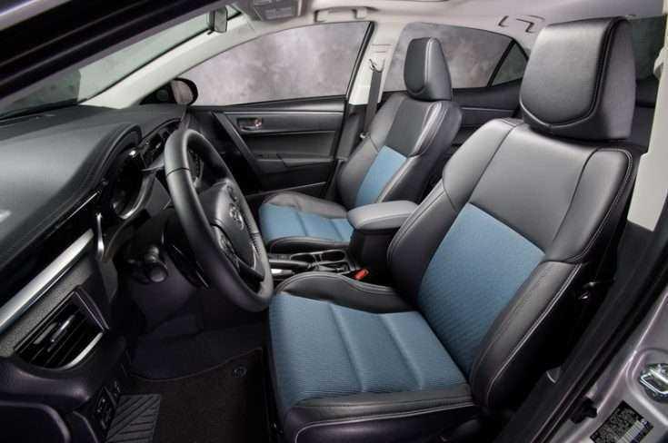 Установленные чехлы сидений Toyota Corolla