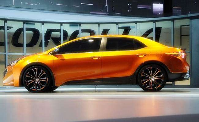 Вид в профиль Toyota Corolla 2018