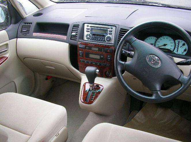Фото салона Toyota Corolla Spacio