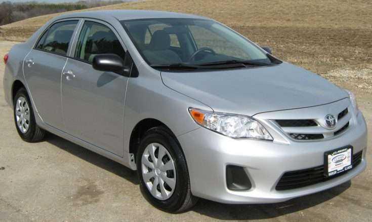 Простая комплектация Toyota Corolla 2011