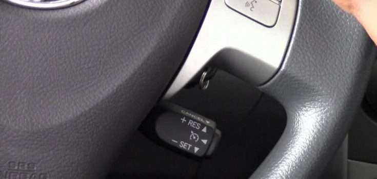 Расположение круиз контроля на Toyota Corolla