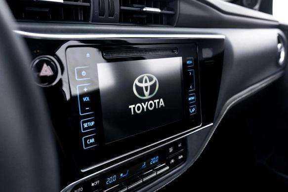 Фото штатной аудиосистемы Toyota Corolla