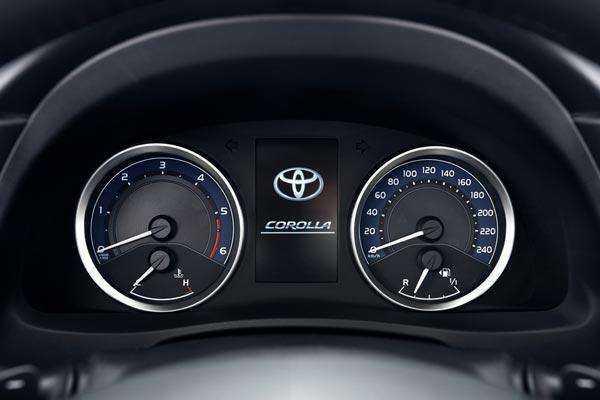 Панель приборов в Toyota Corolla