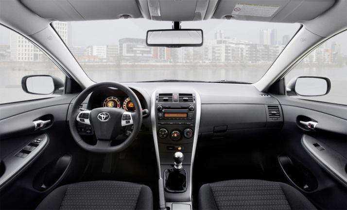 Вид салона в Toyota Corolla