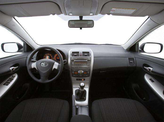 Салон Toyota Corolla в простой комплектации