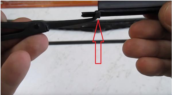 Процесс установки щеток стеклоочистителей 5