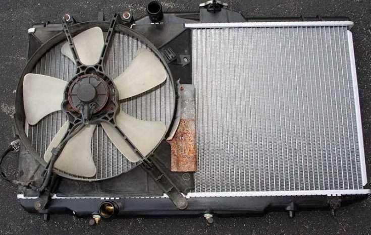 Демонтированный радиатор с Toyota Corolla