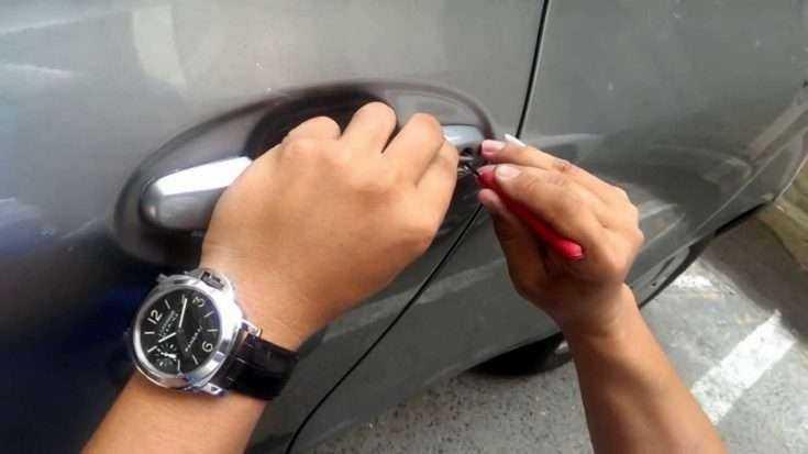 Открытие дверей в Toyota Corolla без ключа