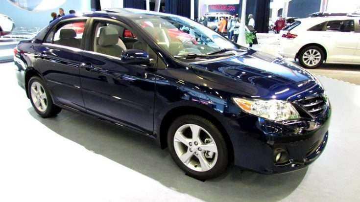 Toyota Corolla 2013 фото в автосалоне