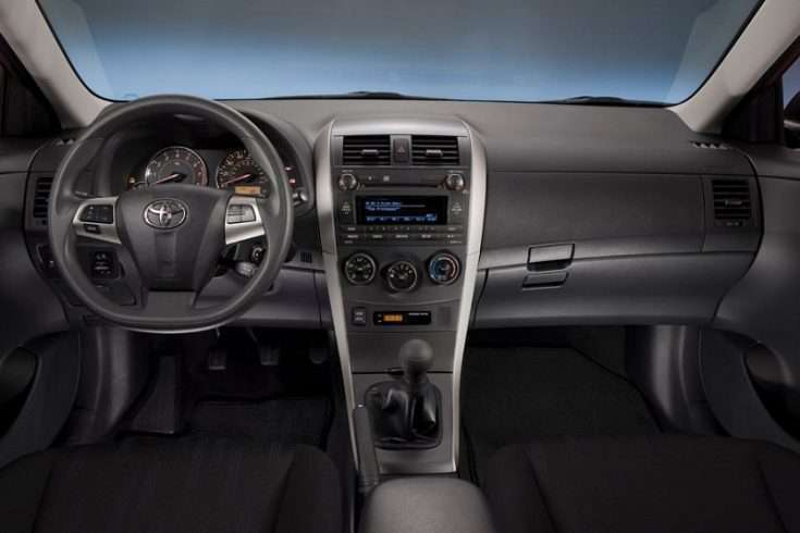 Вид из салона Toyota Corolla